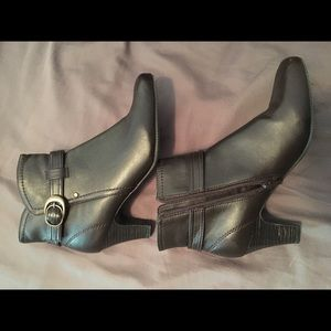 Laura Scott ankle boots.